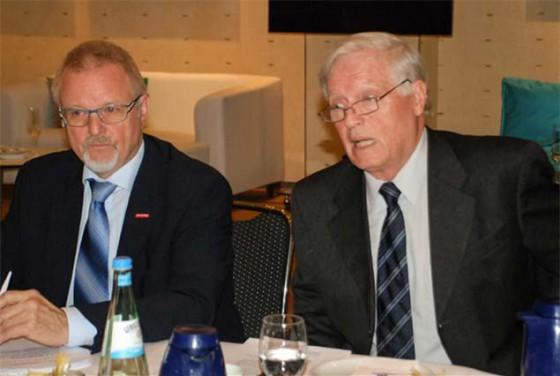 Karl-Heinz Schneider (l.) und Hans-Hartwig Loewenstein zeigten sich für dieses und das kommende Jahr zuversichtlich. | Foto: BV Bauwirtschaft